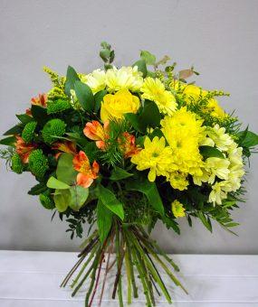 Helios: Ramo de Flores variado en tonos amarillos · Floristería Los Santos Niños · Alcalá de Henares · Madrid