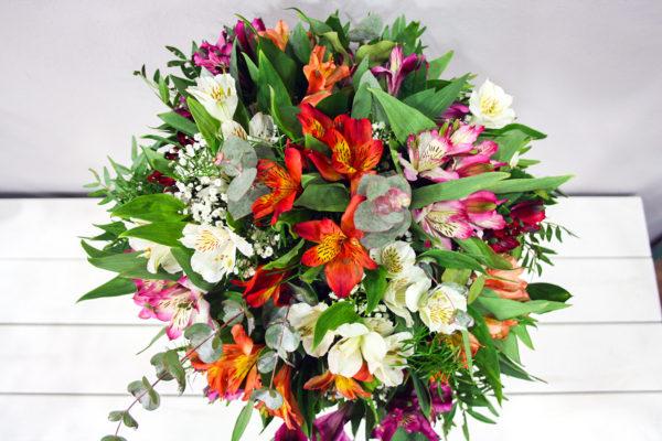 Perséfone: Ramo de Flores de alstroemerias de diferentes colores · Floristería Los Santos Niños · Alcalá de Henares · Madrid