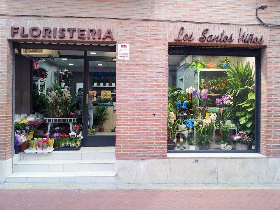 Fachada Floristería Los Santos Niños. Alcalá de Henares. Madrid.