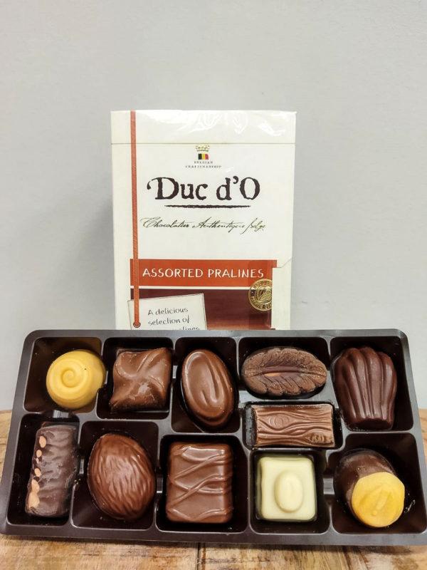 Caja de Bombones · Surtido de auténticos bombones de chocolate belga de alta calidad, una deliciosa selección de praliné belgas · Floristería Online Los Santos Niños · Alcalá de Henares · Madrid
